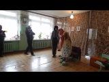 Бабуля собирает внука на День Рождения(сценка 01.11.2014)